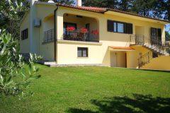 Haus mit Ferienwohnung 2