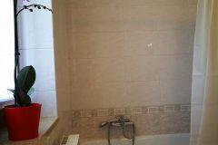 Bad mit Dusche 2